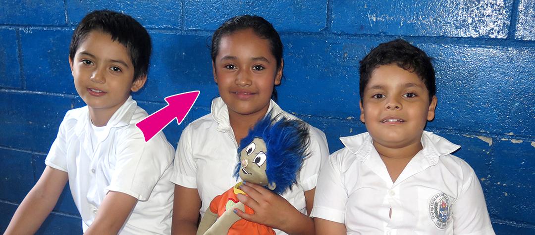 Alison bor i El Salvador. De äter ofta tortillas hemma. Kolla in vad barn i Uganda och Laos brukar äta och tycker om!