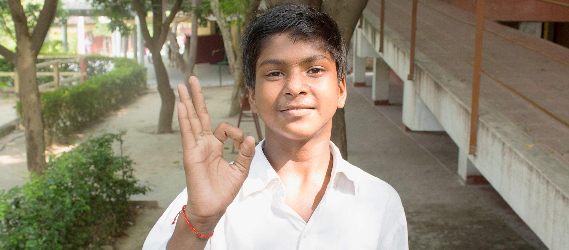 Baboo, som är 14 år, är döv och går i skolan i Indien.
