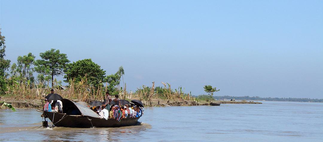 En båt på floden Yamuna i Bangladesh