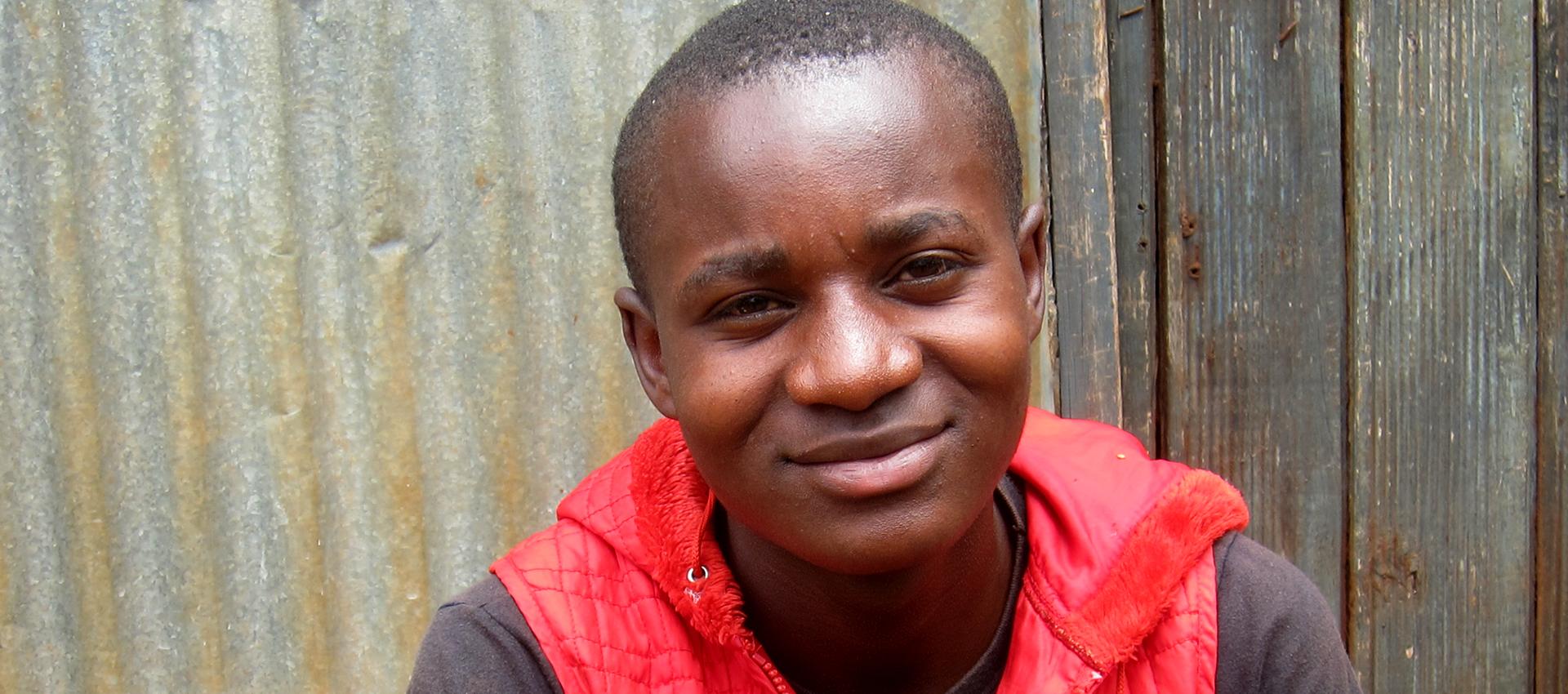 Derek i Emali i Kenya berättar om hur han och hans kompisar påverkas av Corona.
