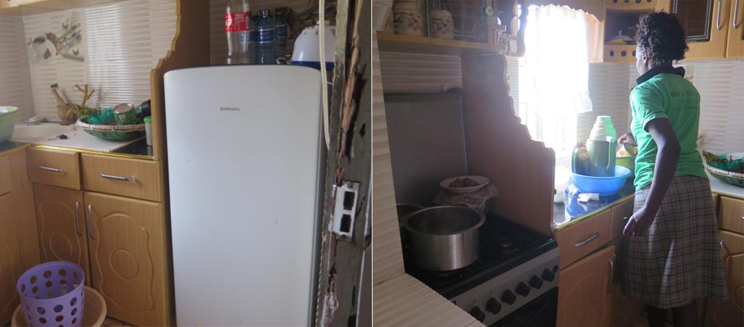 Många av husen runtomkring har inte elektricitet. Men Elvis har ett fint kök i sitt hus. Hans familj lagar mat inomhus på gasspis och har ett kylskåp som drivs av el.