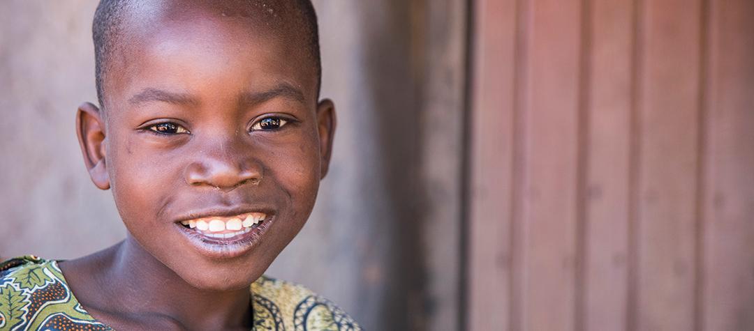 Felix, 9 år, från Malawi är döv och kan inte prata.