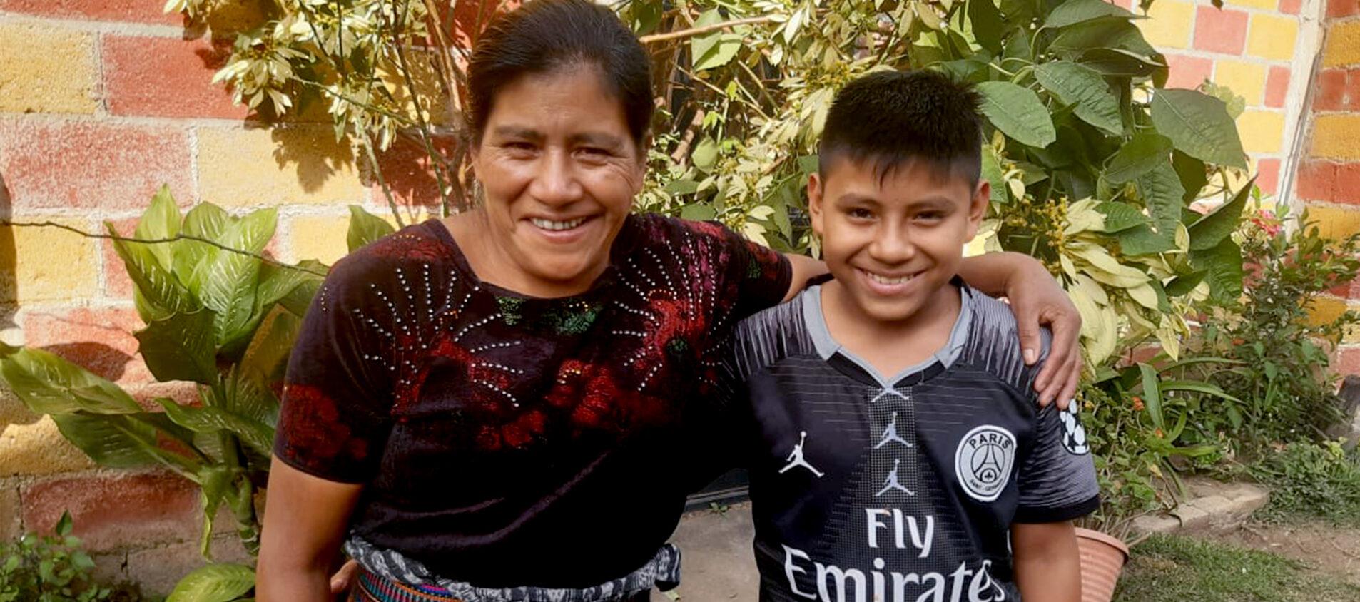 Cristian med sin mamma