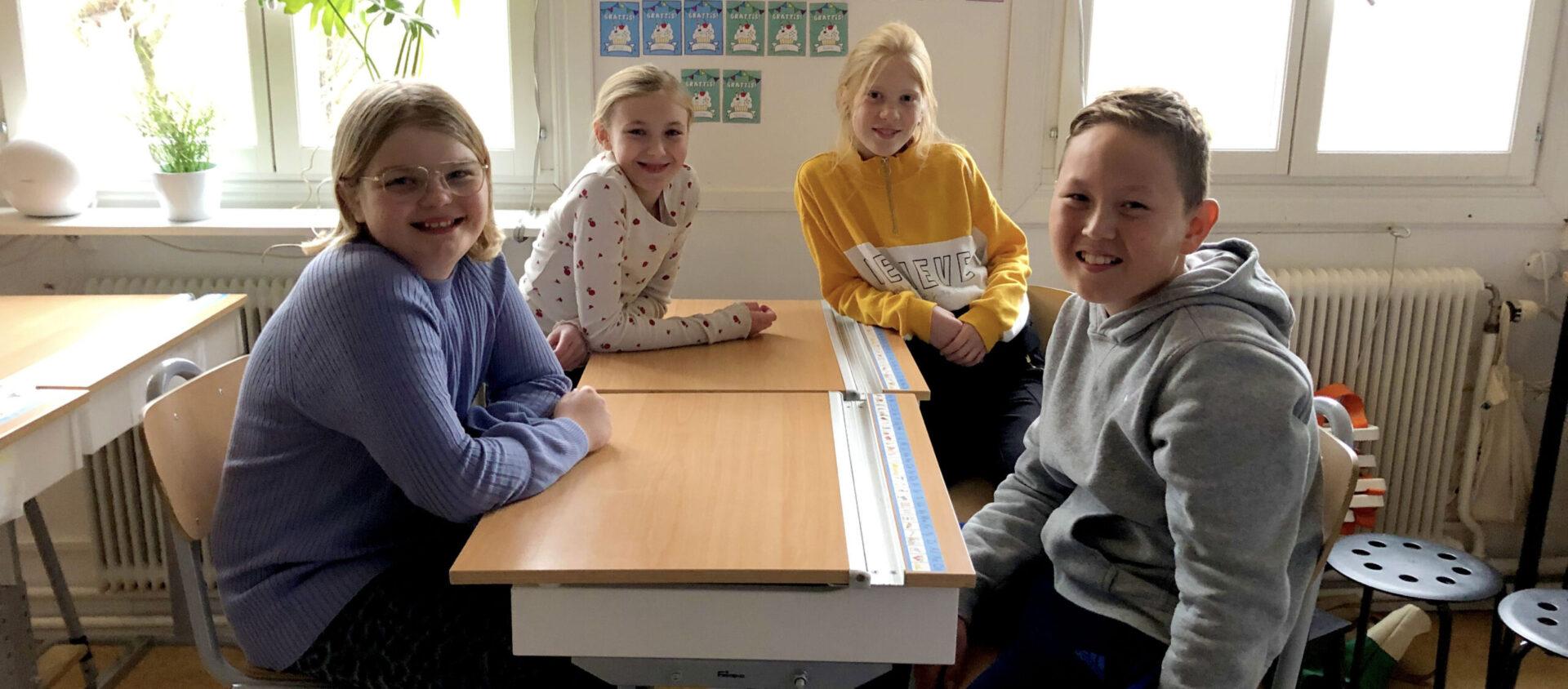 Från vänster: Thea, Lina, Isabelle och Donald på Tryserum skola.