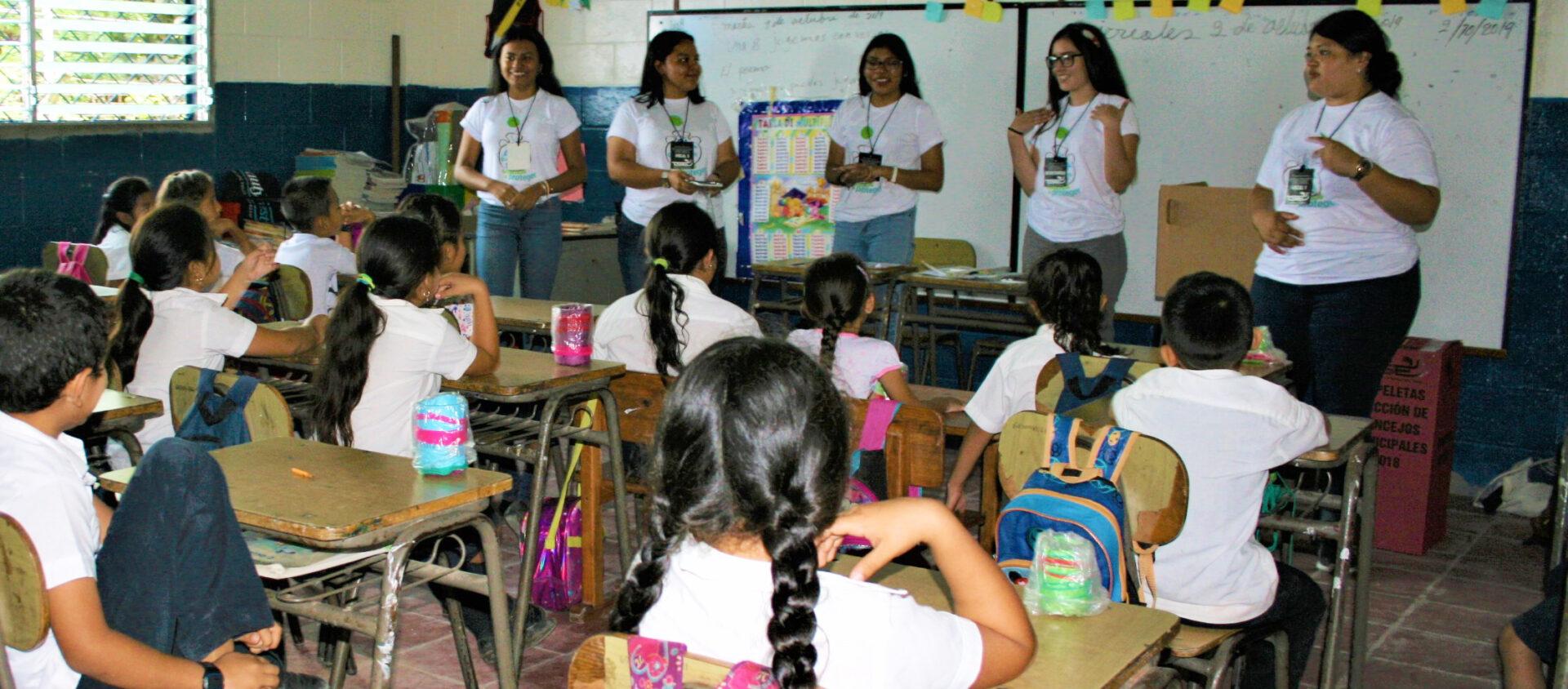 Här får Nataly och hennes klass lära sig om vatten.