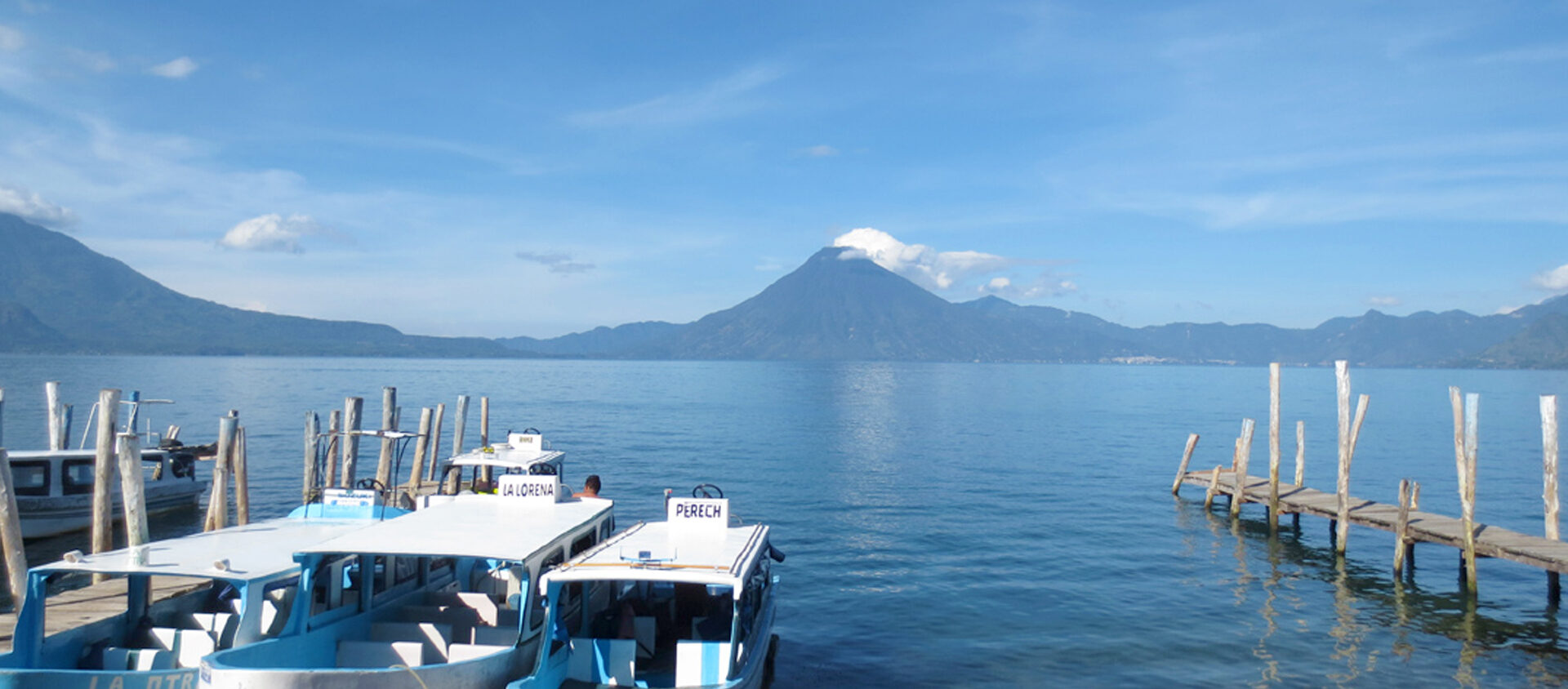 Vid den vackra sjön Atitlán ligger tre stora vulkaner