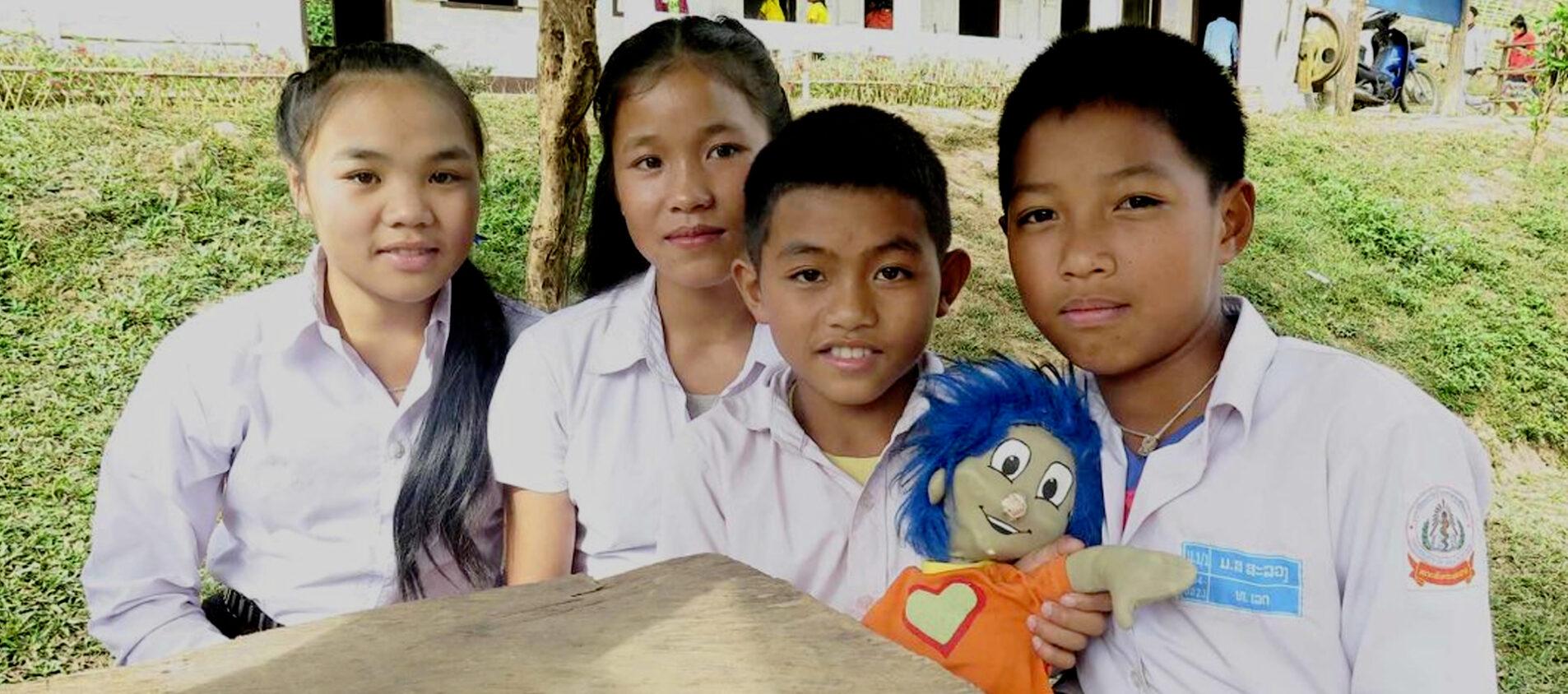 Rafiki med Nyaing och hennes klasskamrater.