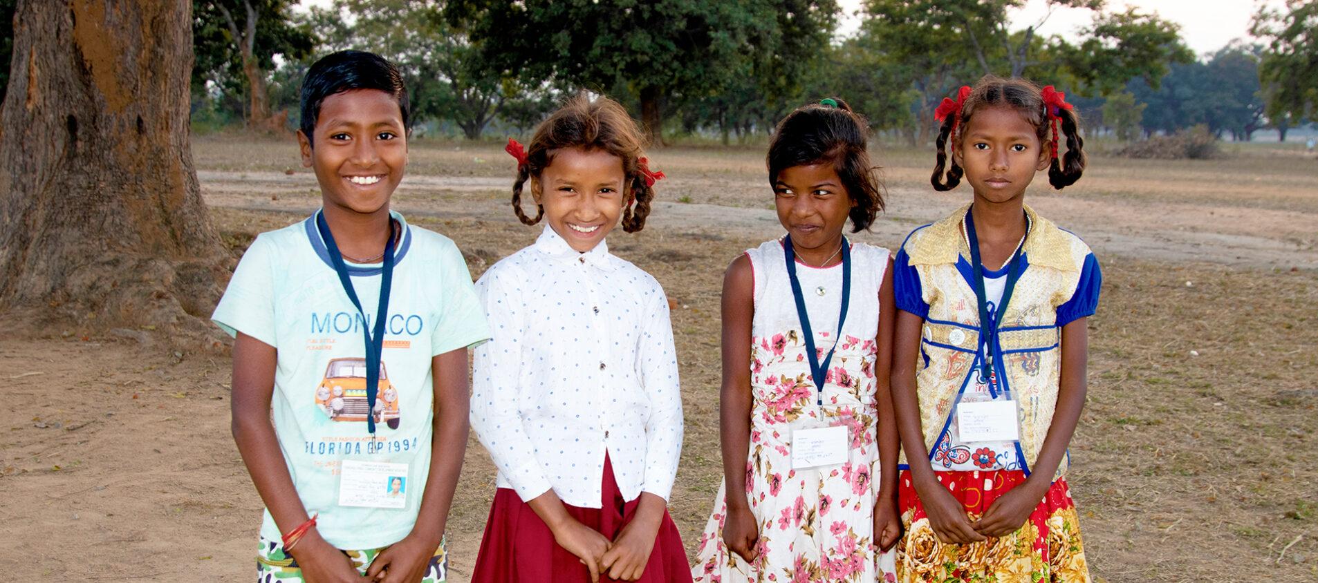 Här är Anmal, Dipika, Roshni och Choti. De är 9 och 10 år och deltar i deltar i ett barnparlament i ett samhälle i östra Indien.