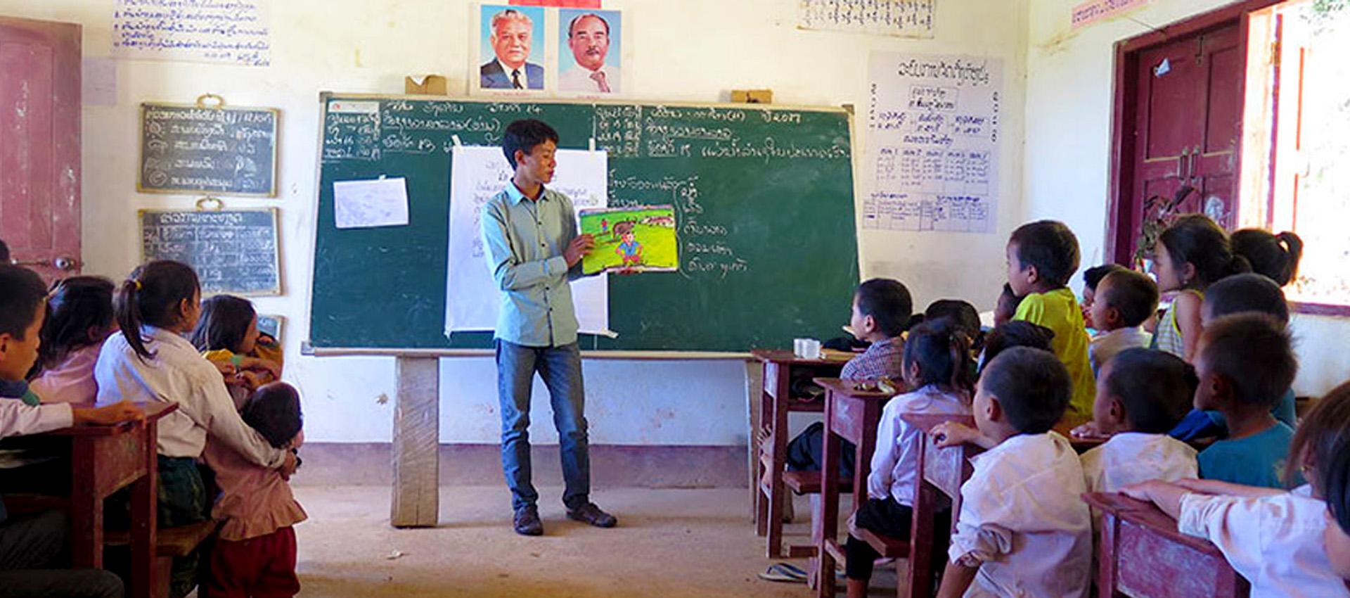 Somai besöker skolor med sagor och berättelser som handlar om det egna folket, Rshi.