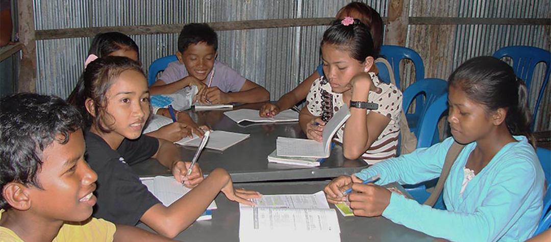 Barnklubb i Kambodja, den för de lite äldre barnen.