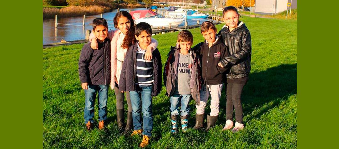 Bissan tillsammans med sina syskon och några kompisar.