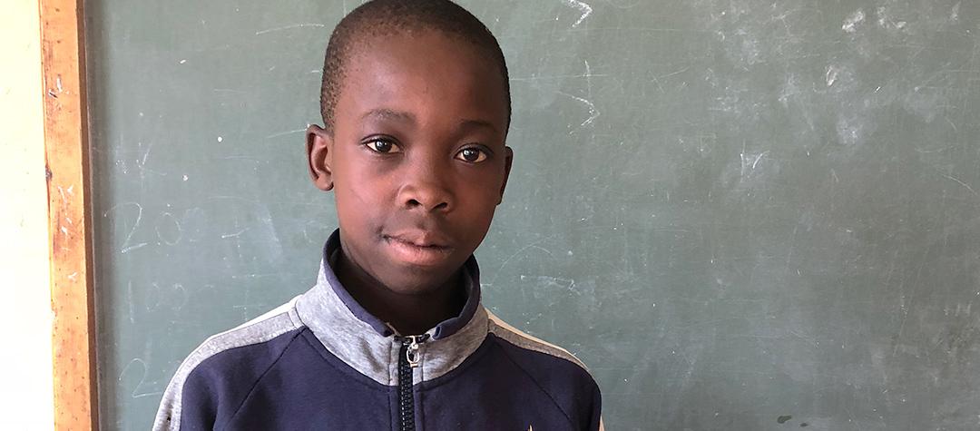 Att gå i skolan kommer hjälpa mig att bli klok, säger Takudzwa.