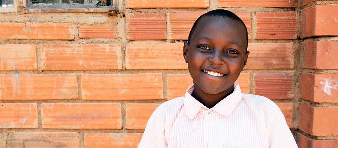 Ezekeil bor i Uganda. Favoritmaten är kött med ris.