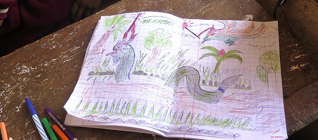 I Laos finns sagor med drakar. På bildlektionen var det många som valde att rita dem.