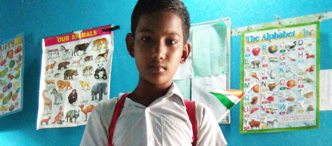 Muzzamil är tolv år och bor i Guwahati i nordöstra Indien. Han jobbade på en fabrik tidigare.