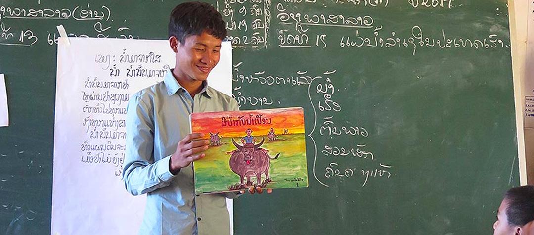 Somais arbete i Laos ger banen tillgång till sin egen kultur och historia.